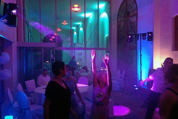 Tanzendes Publikum bei Hochzeits DJ in Dessau